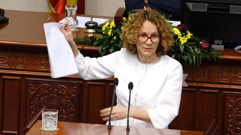 Шекеринска  Владата на ВМРО ДПМНЕ платила документ за закон за јазици и дискусија за националните симболи