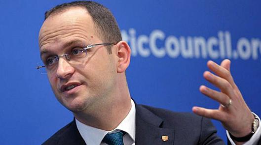 Бушати  Тирана не се меша туку пријателски советува