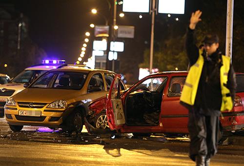 Страшна сообраќајка на Партизанска  Брзал во болница  поминал на црвено па се забил во возило