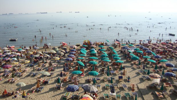 srbite-letovo-ja-napadnaa-albanija-plazhite-polni-so-turisti