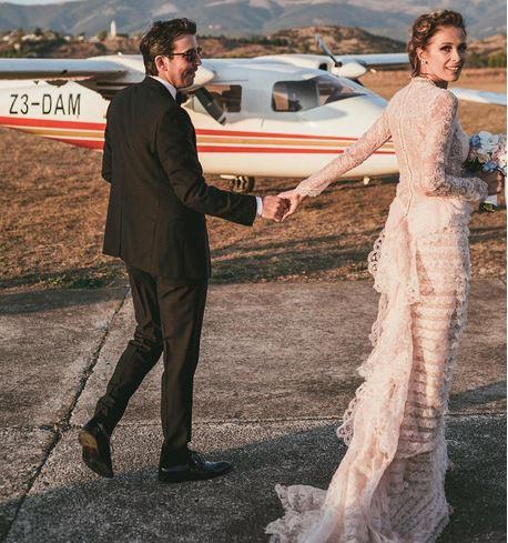 Каролина објави први фотографии од свадбата со Михаил
