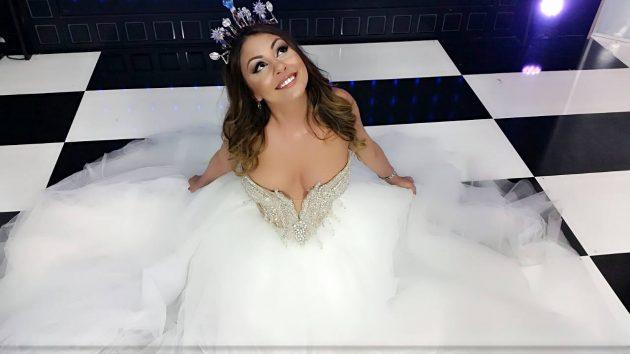 Фолк пејачка Сани без грам шминка