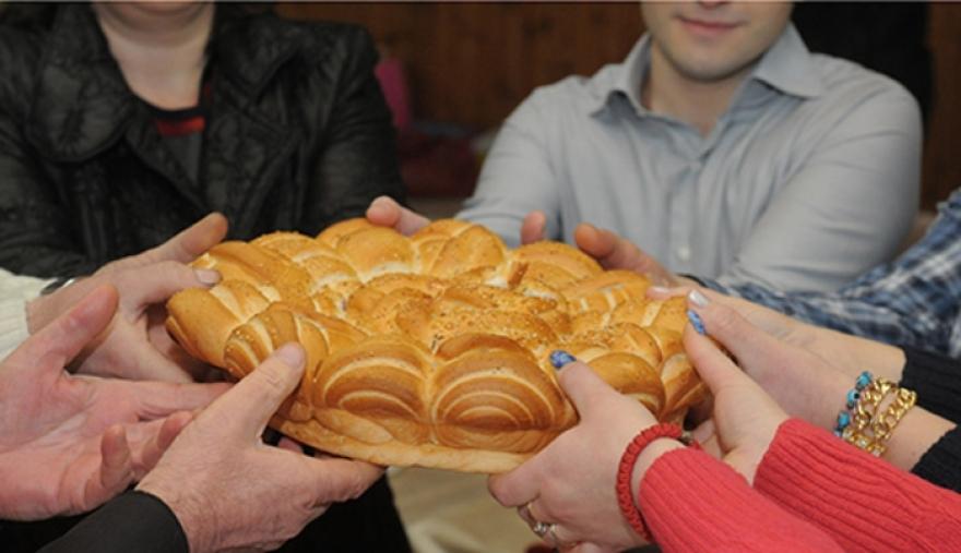 Зошто се меси лепче со паричка на Василица