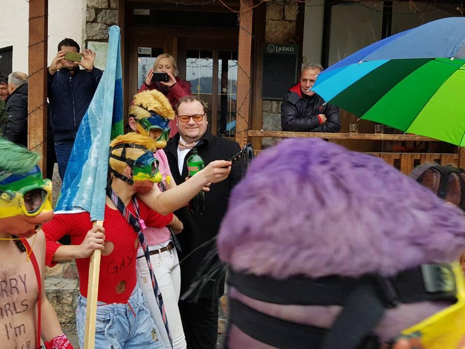 Министерот со суканици на карневалот во Вевчани